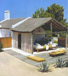 Queridos amigos,   Há alguns anos atrás vi uma reportagem sobre a casa de férias de Jacques Grange na Comporta e fiquei absolutamente rendi...