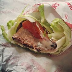 At Jimmy John's, order LCHF, KETO. Hunters Club Unwhich. 1/4 pound medium rare roast beef, provolone, tomato, mayo, all wrapped up in lettuce. So good! Banting Recipes, Low Carb Recipes, Rare Roast Beef, Lchf, Keto, Jimmy Johns, Healthy Foods, Healthy Recipes, Restaurant Offers