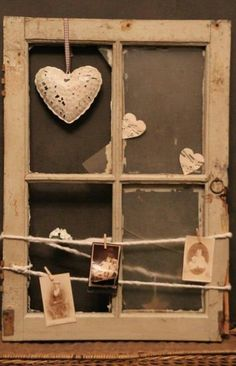 I LOVE this rustic repurposed window craft! Just one of 40 Simple Yet Sensational Repurposing Projects For Old Windows! Reuse, repurpose and upcycle old windows with these brilliantly creative projects ! Window Frame Crafts, Old Window Projects, Old Window Frames, Diy Projects, Window Panes, Window Ideas, Vintage Windows, Old Windows, Antique Windows