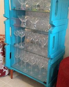 Cristaleira feita de caixotes de feira (Foto: Gshow)