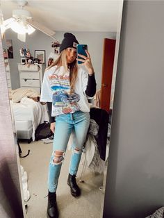 Artsy Pics, Beanie Outfit, Vsco App, Winter Fashion, Ootd, Content, Mirror, My Style, Fitness