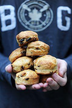 Dorian cuisine.com Mais pourquoi est-ce que je vous raconte ça... : Et si je refaisais une balade dans la cuisine irlandaise? Irish scones aux fruits secs!