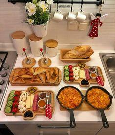 Breakfast Presentation, Food Presentation, Breakfast Platter, Breakfast Buffet, Party Food Platters, Food Displays, Food Decoration, Food Goals, Aesthetic Food