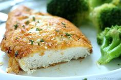 This Parmesan Crusted Chicken Recipe is so Good! New Chicken Recipes, Easy Chicken Pot Pie, Chicken Parmesan Recipes, Baked Chicken, Pecan Chicken, Low Carb Recipes, Cooking Recipes, Epicure Recipes, Easy Recipes