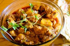 A traditional Cape Malay chicken curry recipe (that's easy to make) from Zainie Misbach. Spicy Recipes, Curry Recipes, Chicken Recipes, South African Recipes, Ethnic Recipes, Butter Chicken, Chicken Curry, Garlic Chicken, Malay Food