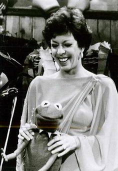 It's The Muppet Show with our special guest star Carol Burnett !