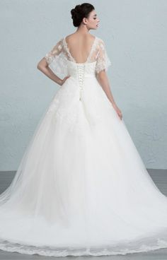 Dreamy Ball-Gown Strapless Court Train Tulle Wedding Dress With Appliques Lace