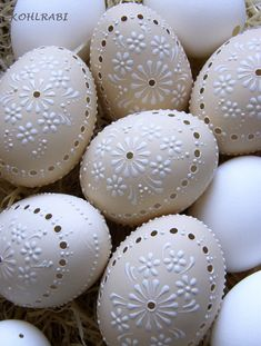 Make the best use of your creativity with these brilliant craft projects. Immediately try this Easy DIY Holiday Crafts! Egg Crafts, Easter Crafts, Sugar Eggs For Easter, Egg Shell Art, Carved Eggs, Egg Designs, Easter Parade, Coloring Easter Eggs, Egg Art