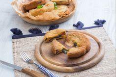 Le cotolette di melanzane alla parmigiana sono una ricetta stuzzicante e appetitosa, un finger food da offrire in occasione di un buffet tra amici.