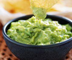 Tradiční mexická omáčka guacamole se dá udělat v mnoha obměnách. My vám jich pár ukážeme, včetně sladké varianty.