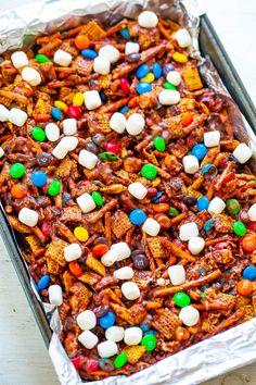 Chocolate Peanut Butter Chex Mix Bars – SO EASY, NO-BAKE, and ready in FIVE minutes! Chex cereal, pretzels, and M&Ms glued together with peanut butter and marshmallows! An IRRESISTIBLE salty-sweet combination! Rice Krispies, Cocoa Krispies, Cereal Treats, Cereal Bars, Chex Cereal, Chocolate Cereal, Chocolate Peanut Butter Fudge, Chocolate Mix, Marshmallows