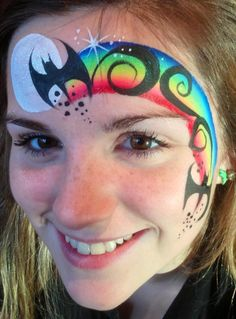 Cool half face Halloween design.                                                                                                                                                                                 Mehr Christmas Face Painting, Halloween Painting, Amazing Halloween Makeup, Halloween Face, Bat Face Paint, Halloween Gesicht, Adult Face Painting, Pregnant Belly Painting, Cheek Art