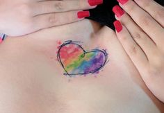 Tatuagem de coração é um clássico para quem quer tatuagens discretas e femininas! É atemporal, nunca vai sair de …