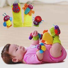 Un entretenimiento que no requiere pilas, ni mandos!!!  Preciosos sonajeros que mantendrán la atención del bebe y ayudaran a las habilidades psicomotrices. Cálidos, cómodos y confortables Colores brillantes que estimularan el desarrollo de la visión y la atención. Sonidos agradables que harán que el bebe desarrolle la coordinación auditiva motora  Edad aconsejada: de 0 a 3 años Materiales: Felpa Tamaño: 13cm x 6cm