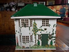 VINTAGE TRIANG DOLLS HOUSE No 50