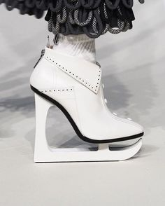 Ice skating on the road.  Thom Browne Fall 2017.    #contemporarydesign #shoedesign #fashiondesign #modernart #designerfashion #instashoes #shoelover #shoestagram #fashionblogger #creativity #artist