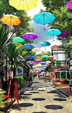 Hermosa calle en Chiang Mai. Tailandia