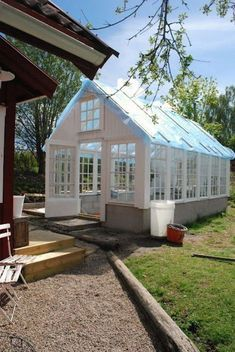 Lucky Julia with her new dream greenhouse. White Dreams: The greenhouse door Cheap Greenhouse, Greenhouse Shed, Greenhouse Gardening, Pallet Greenhouse, Homemade Greenhouse, Portable Greenhouse, Indoor Greenhouse, Greenhouse Wedding, Garden Buildings