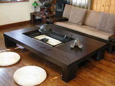 囲炉裏 Cafe Interior, Interior Design Living Room, Apartment Interior, Mod Furniture, Furniture Design, Irori, Minimalist Dining Room, Japanese Furniture, Japanese Interior Design