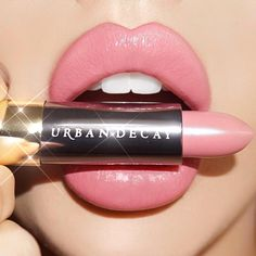 Batom nude rosa Urban Decay - clique na imagem e confira! Mac Lipsticks, Gloss Lipstick, Lipstick Shades, Lipstick Colors, Lip Colors, Pink Lipstick Makeup, Best Pink Lipstick, Urban Decay Lipstick, Beauty Makeup
