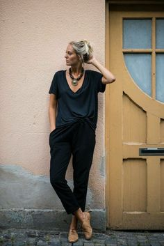 all in black with brown oxfords. Perfect outfit