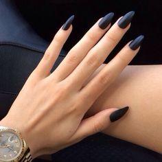 Matte black nail polish with claw nails // I WANT CLAW NAILS SO BAD but i dont want fake nails