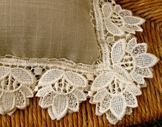 Vintage Lace and Linen Pillows in Taupe and Cream от SusieBDesigns