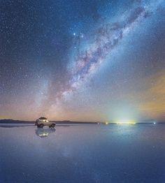 Fotógrafo capta fotos incríveis da Via Láctea refletidas no Deserto de Sal na…