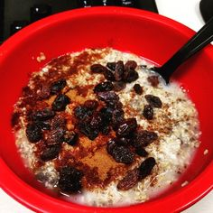 Coach's Oats with chia seeds, cinnamon and raisins by @findyourselfthroughfitness