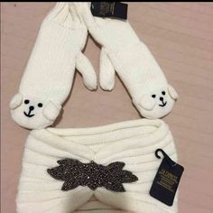 Winter essentials ❄️Mittens and head pice❄️ Mittens and head pice set. Both are brand new very warm and perfect to match any casual outfit.  One size. Head pice has a beautiful detail bedded pice in front. Accessories Gloves & Mittens