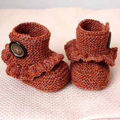 First Step Baby Boots By Julia Noskova - Purchased Knitted Pattern - (ravelry) Knitting For Kids, Knitting Projects, Baby Knitting, Crochet Projects, Knitting Patterns, Free Knitting, Knitted Baby, Knitting Ideas, Baby Kind