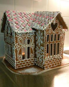 Tekijä: Kerttu Hedström. Tänäkin jouluna taloja on tehty tutuille. Tässä ensimmäinen harjoitustalo Kaavat piirretty itse netistä bongattujen kuvien perusteella.