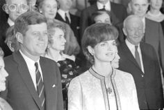 Photogenic JFK and Jackie Kennedy JFK and Jackie shine in this presidential portrait❁.❤❀❤✾❤❤❀❤❁ http://en.wikipedia.org/wiki/Jacqueline_Kennedy_Onassis     http://en.wikipedia.org/wiki/John_F._Kennedy