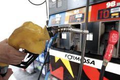 台塑石化宣布,考量近期期國際油價走勢,以及國內市場競爭力,從下周一(13日)凌晨1時起,汽油、柴油每公升調漲0.3元。根據台塑石化公布的加盟加油站參考零售價,92無鉛汽油每公升23.8元、95無鉛汽油每公升25.3元、38無鉛汽油每公升27.6元、超級柴油每公升21.2元。