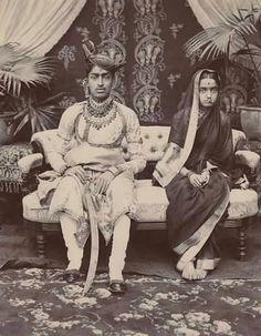 Sadashiv Rao Saheb Panwar Bahadur With Her -Highness- Akhand. Indian Pictures, Rare Pictures, Historical Pictures, Rare Photos, Vintage Pictures, Vintage Photographs, Old Photos, Vintage India, Om Namah Shivaya
