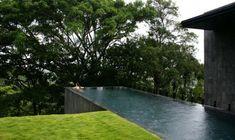 piscina de hormigon en forma rectangular