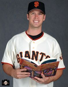 Not a Giants fan and have no idea who this is, but that MLB player is holding Sorcerer's Stone, and that pretty badass. Giants Sf, Sf Giants Players, Mlb Players, Tim Hudson, Pretty People, Beautiful People, Pablo Sandoval, Alex Gordon, 2014 World Series