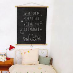 Gute Idee statt einem Bild eine Tafel aufhängen. So wird es ein flexibles Bild.