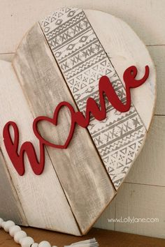 DIY Heart pallet art home stencil sign! Such a fun way to upcycle pallets, paint and stencil then add a wood cutout phrase. Cute home decor idea! Cute Home Decor, Unique Home Decor, Cheap Home Decor, Arte Pallet, Decoration Palette, Wood Crafts, Diy Crafts, Decor Crafts, Upcycled Crafts