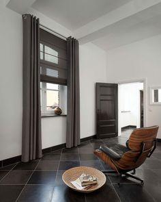 Zwarte vouwgordijnen: de ideale raamdecoratie in een chic interieur | Mrwoon