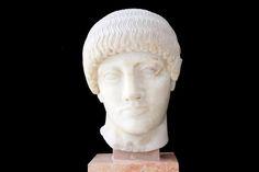 Cabeça de jovem louro, 480 a. E. C. [antes da Era Comum]. Mármore Museu da Acrópoles, Grécia