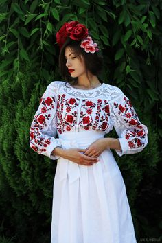 Dresses from around the world Embroidery Fashion, Embroidery Dress, Romanian Wedding, Ethno Style, Floral Headpiece, Folk Fashion, Embroidered Clothes, Traditional Dresses, Beautiful Outfits