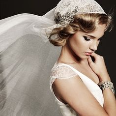 Studio Bridal pose, like the veil with brooch
