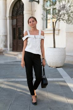 Mango linen top (similar here and here) / Hexeline trousers / Chloé flats / Hollie Warsaw bag / Apart rings / Oroton watch The best thing about summer is that you don't really need a lot of clothes to create a good look. This linen blouse with a distinctive cut and double straps is nothing...