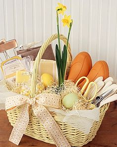 This should be my easter basket every year. A Great Idea for an Spring Basket! DIY Gardeners Gift Basket - Simply pack gardening essentials in a lined wicker basket and decorate however you wish! Wedding Gift Baskets, Themed Gift Baskets, Diy Gift Baskets, Wedding Gifts, Basket Gift, Raffle Baskets, Craft Gifts, Diy Gifts, Useful Gifts