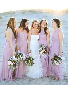 OHMYWORD.  How perfect are these beach wedding colors?! The mismatched quarts bridesmaid dresses and the brides dress are all by @davidsbridal #daniellekirkphotography #bridesmaids #bridesmaiddress #quarts #beach #beachwedding #bride #wedding #weddingdress #weddingday #weddingstyle #weddingflowers #weddingcolors #mismatch #portrait #weddingphotography #destinationweddingphotographer #DBMaids | Shared via davidsbridal.com