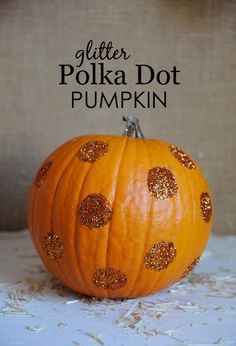 Last Minute #Halloween Idea: Glitter Polka Dot Pumpkin