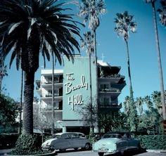 Beverly Hills Hotel Cars parked outside the Beverly Hills Hotel on Sunset Boulevard in California, (Photo by Slim Aarons/Getty Images) Slim Aarons, Vintage California, California Dreamin', Palm Springs, Dream Cars, Beverly Hills Hotel, Surf, Backgrounds, Travel