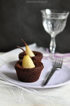 Czekoladą utkane: Pomysłowe czekoladowe babeczki z gruszkami