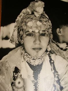 Haut d'Atlas Maroc !   Jeune femme Berbère ...